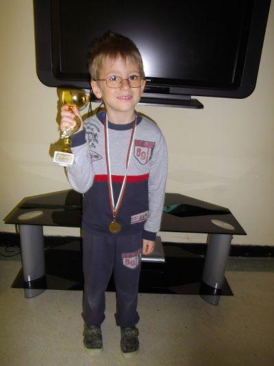 Златен медал от турнир по шах 1